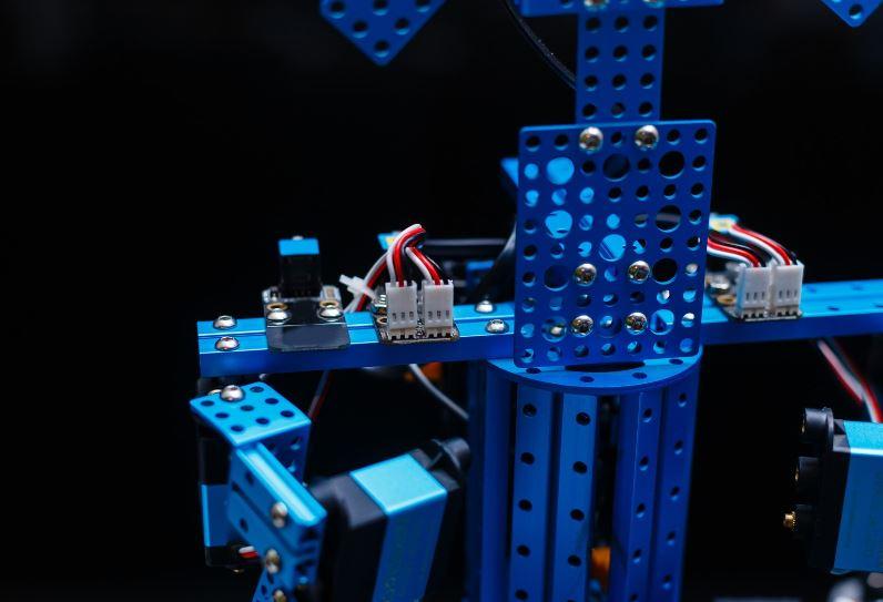 photo zoomee dun robot programmable bleu pour enfant
